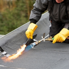 Flat roof covering with roofing felt